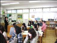 S小学校 図書室にて